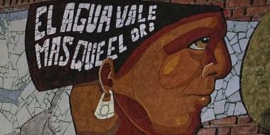 """Lucha. """"El mural refleja el valor del agua, que es el recurso más dañado por la megaminería"""", dijo Quipildor."""