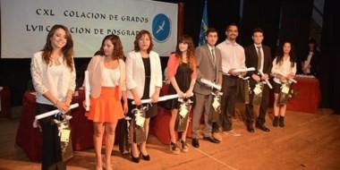 Esperado momento. Durante el evento recibieron sus diplomas 67 egresados y tres posgraduados.
