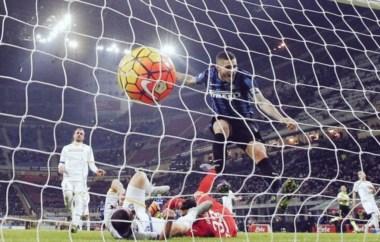Icardi festeja su gol. El Inter, lider en solitario, y jugando bien con Mancini.