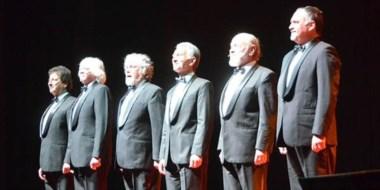 Propuesta. A lo largo de sus dos horas de show, el grupo repasó sus clásicos y no defraudó a su público.