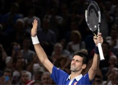 Djokovic avanzó a semifinales por 14º torneo consecutivo con su victoria sobre Berdych en dos sets en París.