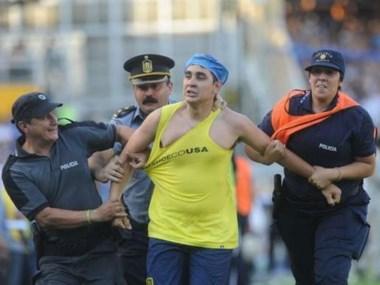 El simpatizante de Rosario Central que ingresó al campo de juego para agredir al Vasco.