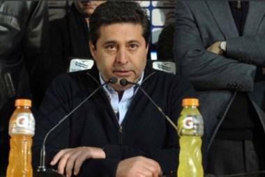 Angelici contó que espera cerrar lo de Andújar. Sino, hay 5 arqueros en lista, incluído el ecuatoriano Alexander Domínguez.
