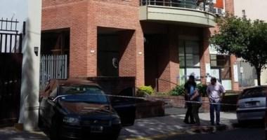El asesino utilizó un cuchillo y usó guantes. Llegó al edificio decidido a matar.