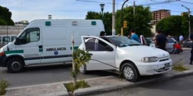 El auto particular quedó sobre el boulevard que se hizo pensando en que la 9 de Julio sería doble mano.