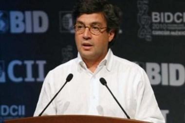 Luis Moreno, durante el anuncio que compartió con el ministro de Hacienda.