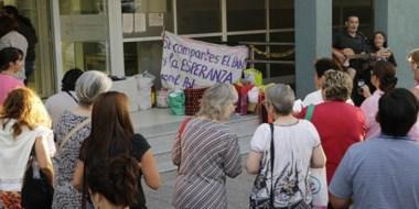 Solidaridad. La celebración navideña se realizó frente al hospital zonal de Trelew  y recibió donaciones.