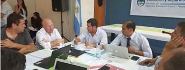 """El director de Chubut Deportes, Walter Ñonquepán, compartió una charla con el """"colorado"""" Mac Allister en el Centro Nacional de Alto Rendimiento."""