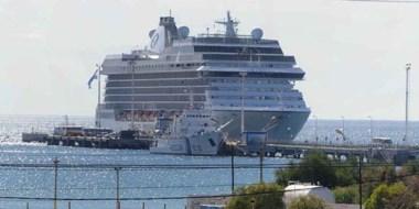 Con 2. 000 tripulantes, el enorme crucero de lujo es una síntesis de la informalidad y la excelencia.