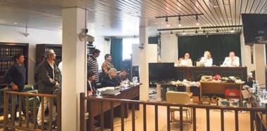 Sentencia. Una postal del momento del veredicto del TOF ante la expectativa de los procesados, parados a la izquierda de la imagen en tribunales.