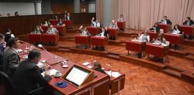 Última sesión ordinaria del año. En la Cámara hubo tiempo para las discusiones, pero también para las despedidas y los discursos emotivos.