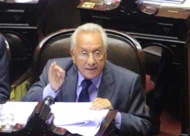 """El problema es el eje del mal de la falta de institucionalidad"", acusa el legislador."