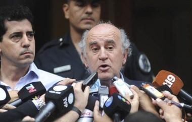 Fin de la polémica. El jefe de los espías, Oscar Parrilli junto a Wado De Pedro comunican la decisión tomada.