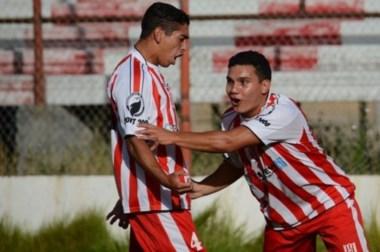Castillo y Farías, los autores de los tantos que le dieron el pasaporte al equipo de Samso a la próxima fase.