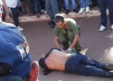 Un policía murió y un gendarme fue gravemente herido en el tiroteo. (Foto: @fotosdom).