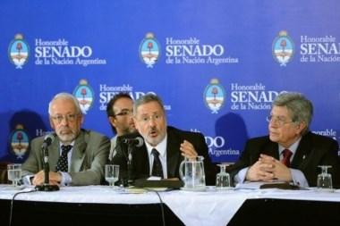 Expuso el ex titular de la Policía de Aeroportuaria, el diputado provincial Marcelo Saín, junto al representante del CELS, Horacio Verbitsky.