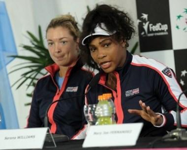 Serena en la conferencia de prensa previa al inicio de la serie de Fed Cup.