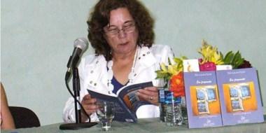 Angelina Covalschi nació en Sarmiento, vive en Rada Tilly y es profesora en Lengua y Literatura.