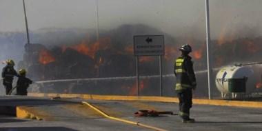 El fuego cobró importantes magnitudes a media tarde de ayer. Fue controlado pero anoche había riesgos.