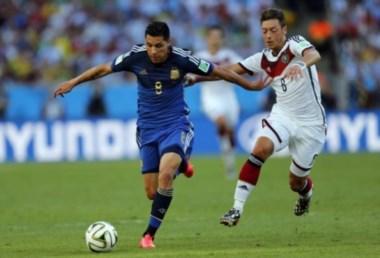 Enzo Pérez, con pasado en la Selección Argentina, es pretendido por River pero seguiría en Valencia.