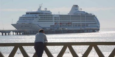 El Seven Seas Mariner arribó con 600 turistas a bordo.