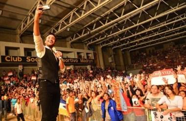 Luciano Pereyra convocó a una multitud y brindó un show extraordinario.