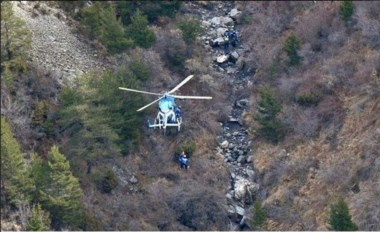 Vuelo 9525: investigador afirma que un piloto quedó fuera de la cabina.