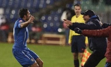 Éder, el debutante, salvando los platos para Italia en su visita a Bulgaria. Sin Buffon, 2-2 con autogol incluido de Minev.