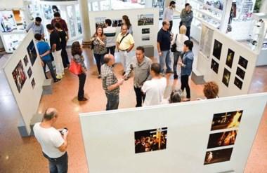 La exposición de fotografías, muestra imágenes que reflejan cada realización desde 2001 hasta el 2014.