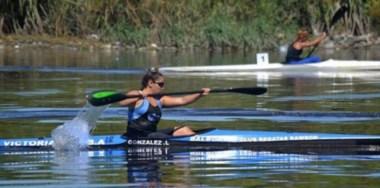 Layla González en el río, su hábitat natural. La palista capitalina tiene que competir en Ecuador. La FAC no se hace cargo de nada.