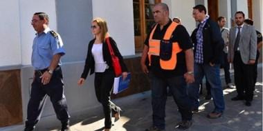 El jefe de la Unidad Regional, la fiscal Pereira, el funcionario Kolstch y peritos entraban en la Comisaría.
