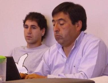 Gastón Gibbons (izquierda) condenado por quemar vehículos en 2013.