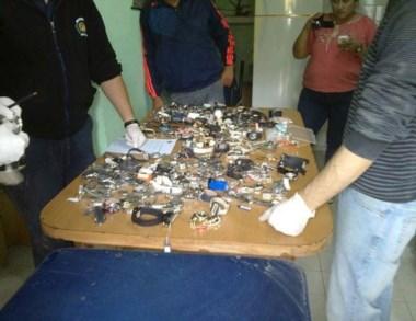 La policía incautó relojes y joyas en una propiedad de zona oeste.