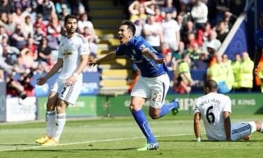 Leo Ulloa marcó un gol en el triunfo de Leicester ante Swansea.