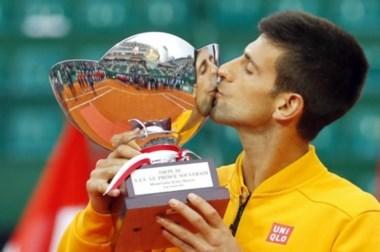 El serbio Djokovic le ganó la final al checo Berdych por 7-5, 4-6 y 6-3.