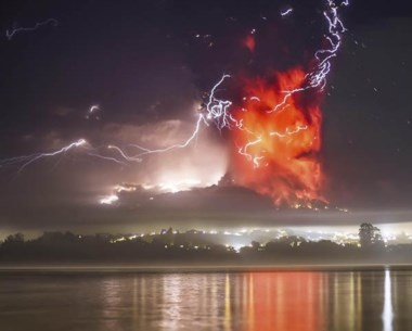 El volcán Calbuco permaneció dormido por 54 años. Ayer hubo que evacuar a 5 mil personas.