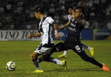 Brown fue derrotado. Pero quien dejó su puesto ayer fue Daniel Garnero, quien renunció a la dirección técnica  de Independiente Rivadavia.