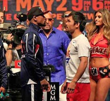 Floyd y Manny, cara a cara en el pesaje de ayer. Ambos dieron el peso y están listos para subir hoy al ring.