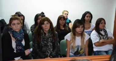 Familiares y allegados de la familia Aballay se hicieron presentes en los Tribunales de Trelew.