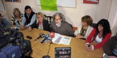 En conferencia de prensa, los trabajadores del Estado plantearon sus reclamos ante el Gobierno.