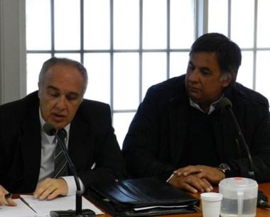 Peralta (derecha), denunciado por los propios directivos de la firma.