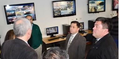 El jefe de Policía, Rubén Cifuentes, y el doctor  Rubén Lindner en  su visita al monitoreo de Moreno al 300.