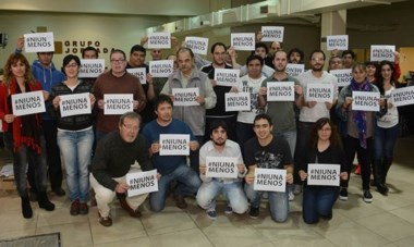 Nos sumamos. PeriodistaS, publicistas, fotógrafos, armadores, máquinas… Desde Jornada también nos sumamos. #NiUnaMenos.