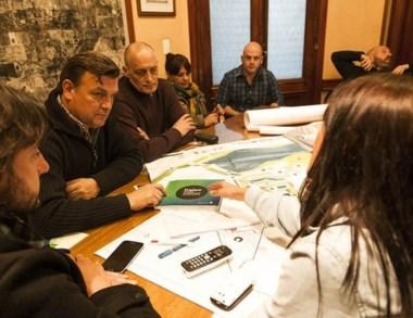 Pérez Catán se reunió con arquitectos, ingenieros y técnicos.