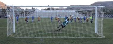 Cuando se moría el partido, el ex Racing de Trelew Franco Lefinir, anotó de penal el gol de Tiro Federal, que le dio la agónica victoria sobre la CAI y la posibilidad de soñar con clasificar.