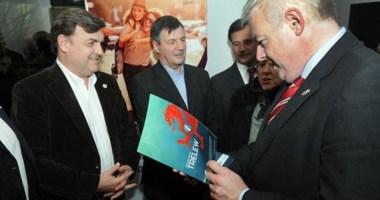 Visita. El Primer Ministro Carwyn Jones fue recibido ayer por el intendente. Hoy presidirán el acto central.