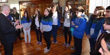 Gales. El Ministro se sorprendió por la fluidez de los jóvenes para preguntar en su idioma natal.