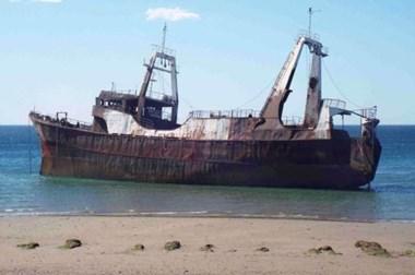 El hundimiento del barco Conarpesa II forma parte de un proyecto que apunta a potenciar el buceo.