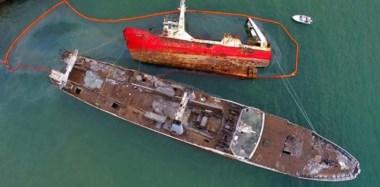 Emergencia. Una postal aérea de un grave problema ambiental en Madryn que la justicia federal busca que no se agrave con el resto de la flota.