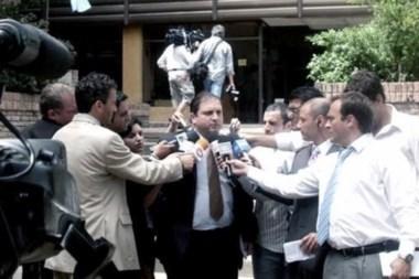 El fiscal Bidone dialogando con los medios.